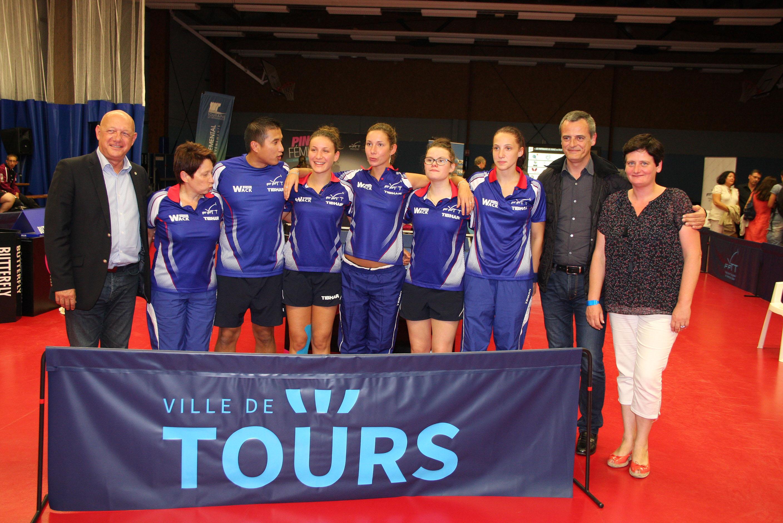 Une quipe de france bien entour e 4s tours tennis de table - Equipe de france de tennis de table ...
